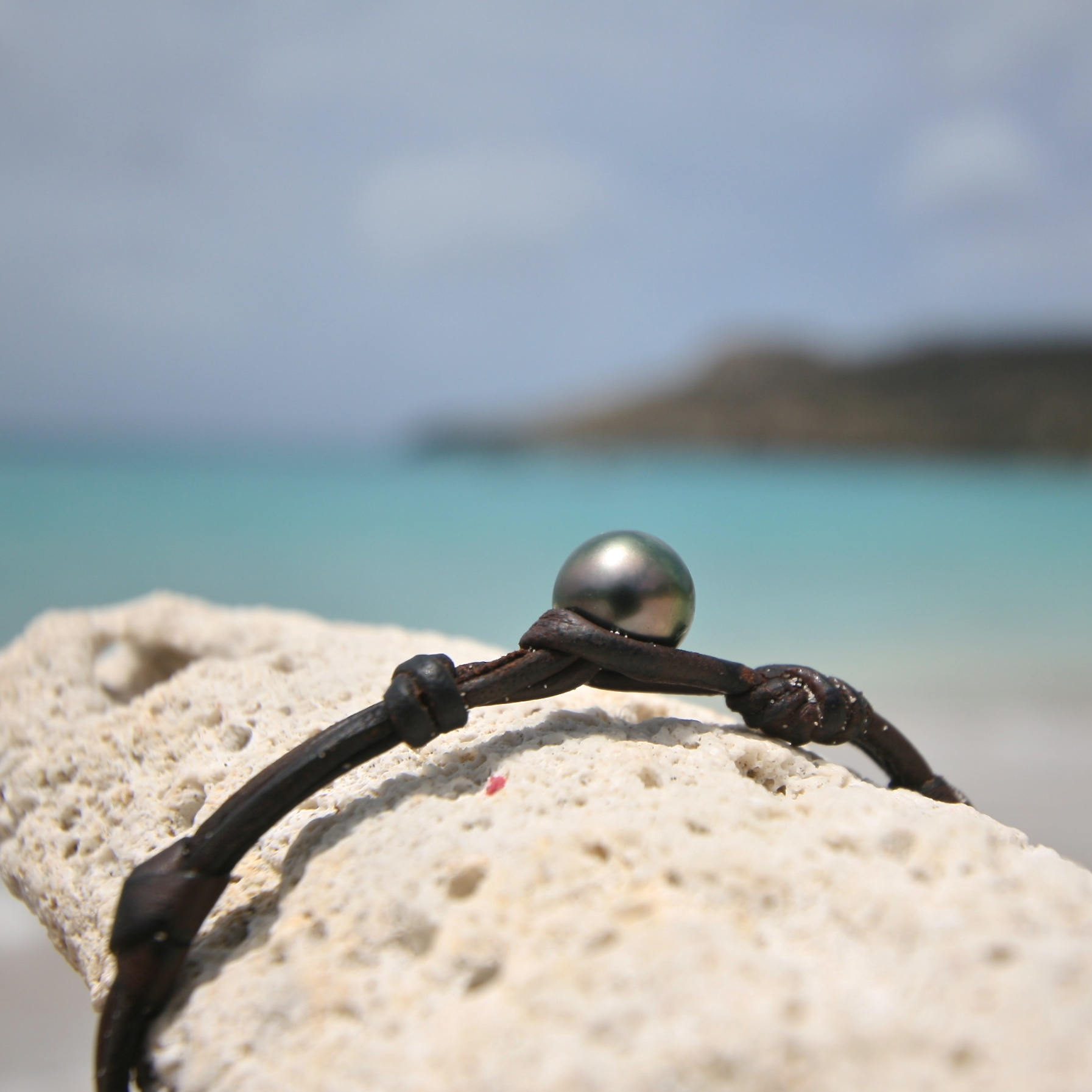 Genuine gold ingot 22k or 18k on leather, super chic luxury bracelet jewelry, Tahitian pearl clasp, St Barths signature, gold and pearl