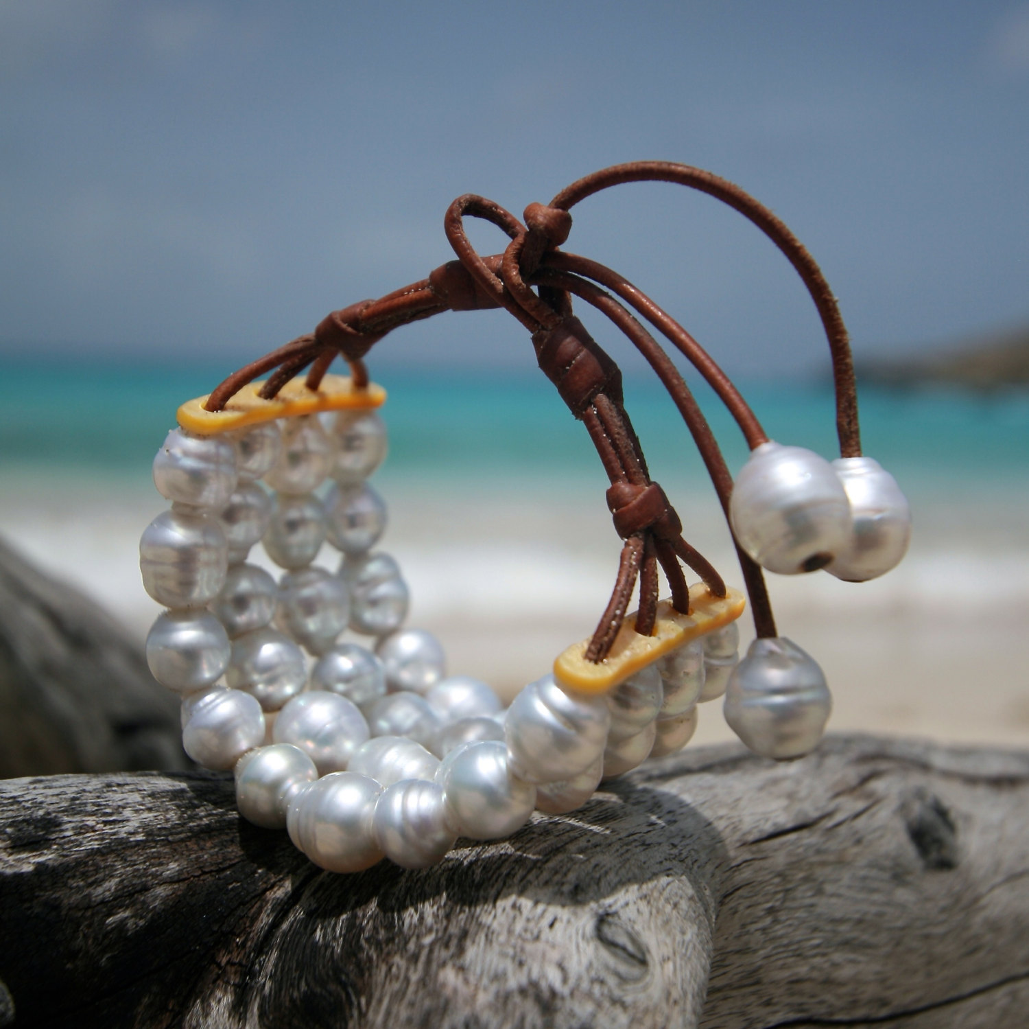 White Australian pearls 4 strands bracelet on leather with mother of pearls, beach jewelry, Saint Barth, bohemian chic, boho, cultured pearl